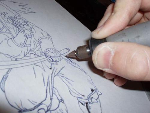 Процесс нанесения гравировки на металл