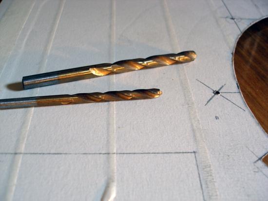 Сверла размером 5 мм и 7 мм для крепежных отверстий решетки