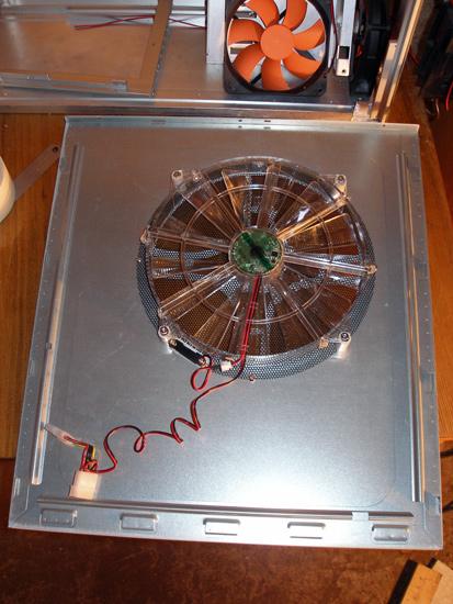 Вид на установленный вентилятор изнутри