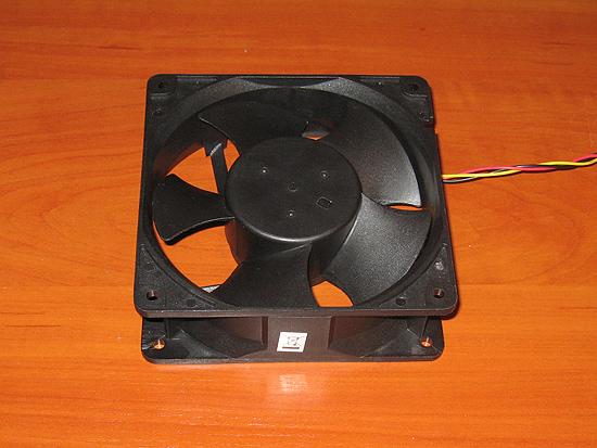 Вид спереди на вентилятор Chieftech Thermal Killer (D12BM-12D)