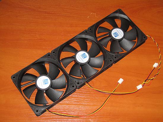 Три обычных 120 мм вентилятора