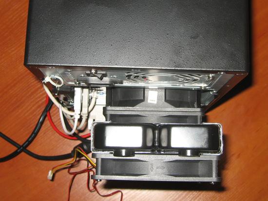 Вид сверху на корпус с радиатором
