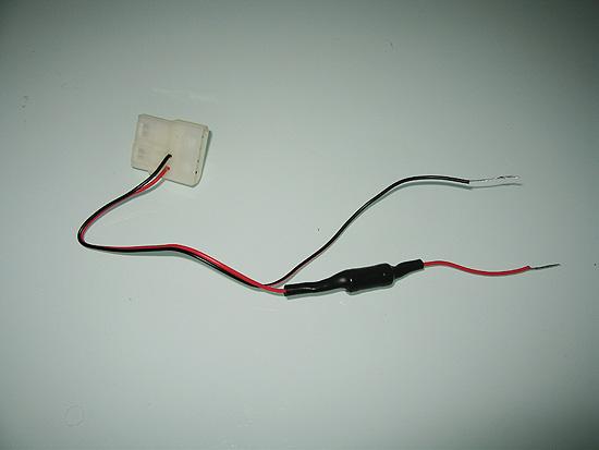 Термоусадка ужата и изолирует резистор и провода, подходящие к нему