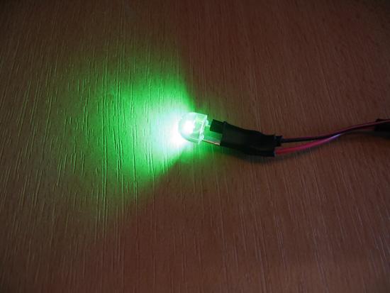 Зеленый светодиод подключен и работает