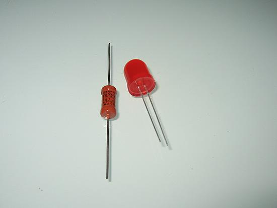 Светодиод красного цвета с резистором нужного номинала