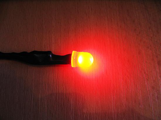 Красный светодиод подключен к 3-pin и работает