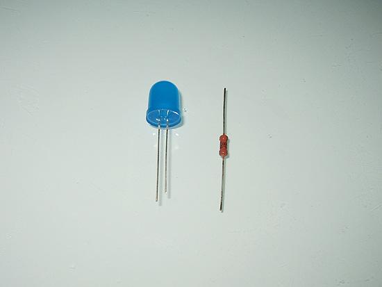 Синий светодиод с резистором нужного номинала