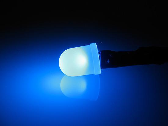 Синий светодиод подключен и работает