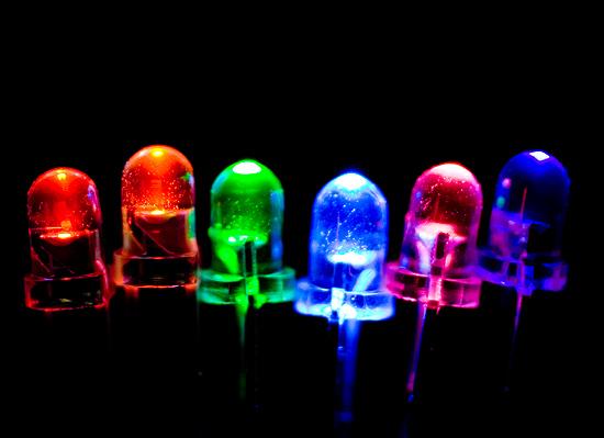 Свечение светодиодов с прозрачным корпусом