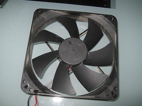 Демонтированный стандартный вентилятор