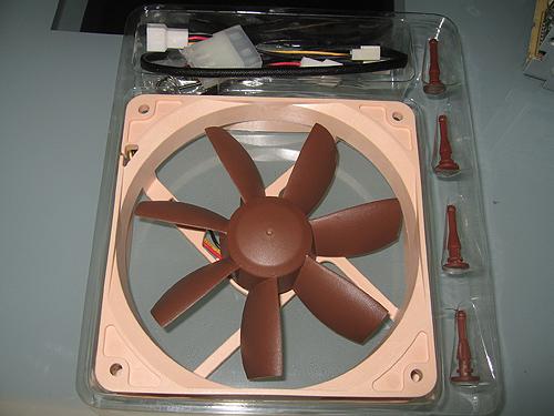 Общий вид вентилятора Noctua NF-S12-800