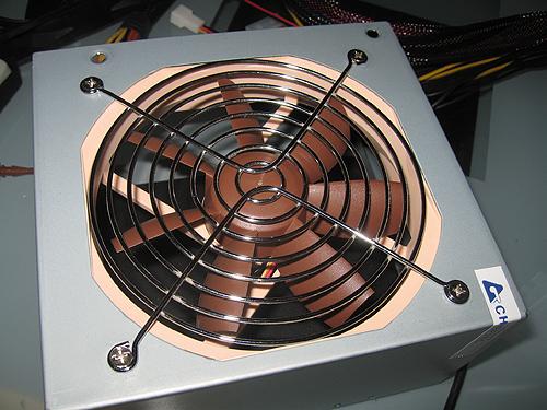 Делаем мы это для того, что бы позже можно было подключить вентилятор в блоке питания к реобасу и плавно регулировать...
