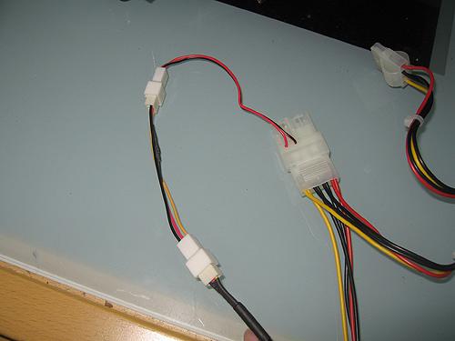 Вентилятор Noctua NF-S12-800 подключен черех переходник U.L.N.A