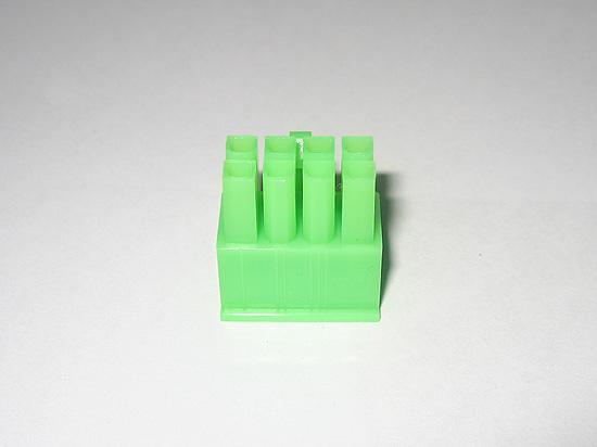Коннектор ATX 8-pin зеленого цвета