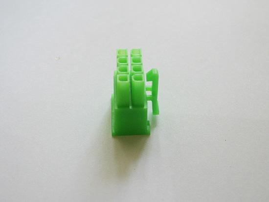 Вид сбоку на разъем ATX 8-pin