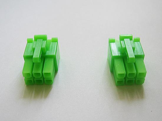 Два коннектора PCI-Express 6-pin зеленого цвета