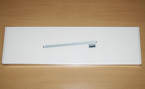 Overall view of the Apple Keyboard packaging