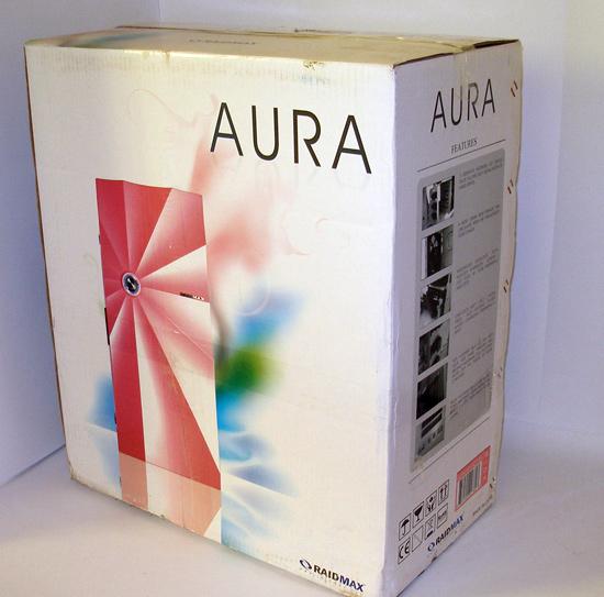 Вид в три четверти на упаковку корпуса Raidmax Aura