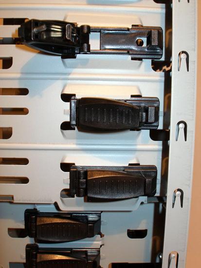 Безвинтовое крепление 5.25 дюймовых устройств