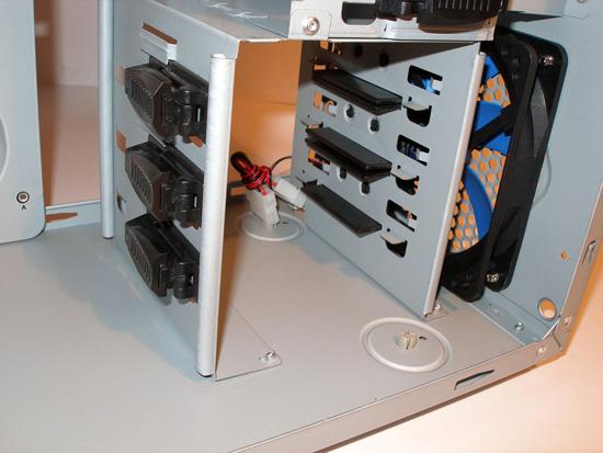 Безвинтовое крепление жестких дисков