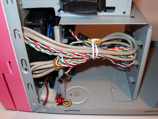 Связка проводов, идущих к передней панели корпуса
