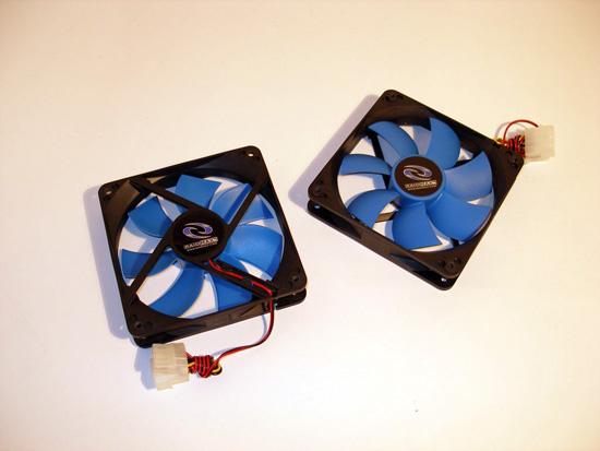 Пара 120 мм вентиляторов, поставляемый в комплекте
