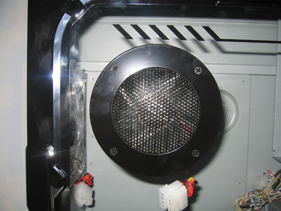 Блоухол с вентилятором, размещенный в окне