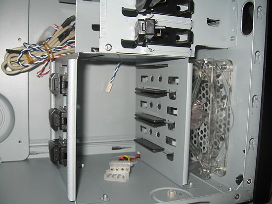 Повернутая каретка для жестких дисков