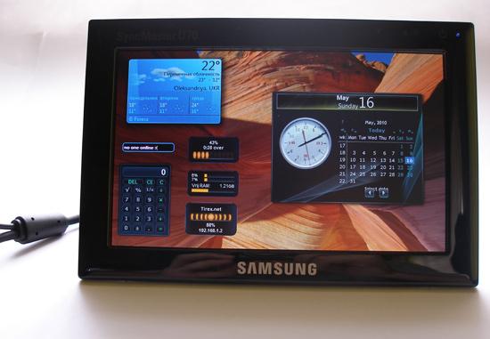 Гаджеты на экране дополнительного монитора