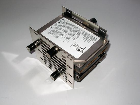 Два винчестера установлены в Scythe Hard Disk Stabilizer x4