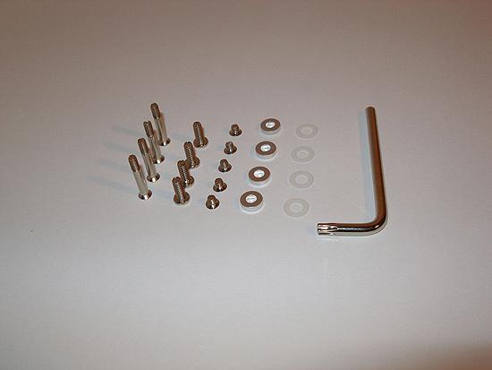 Крепежные винтик, шайбы и отвертка типа T20