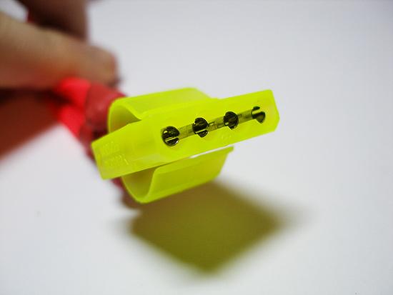 Моддинговый молекс коннектор установлен