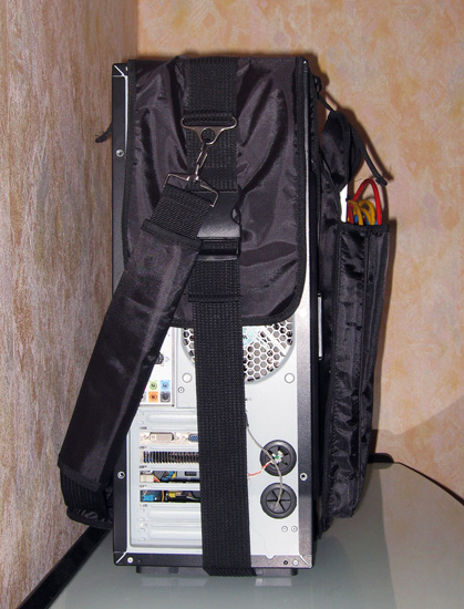 Вид сзади на корпус, упакованный в Sunbeam Lan Party Bag