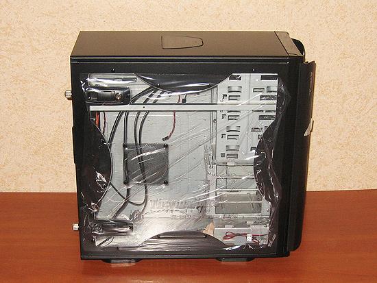 Окно в корпусе, закрыто защитной пленкой