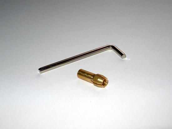 Г-образный ключ и цанга на 2.4 миллиметра