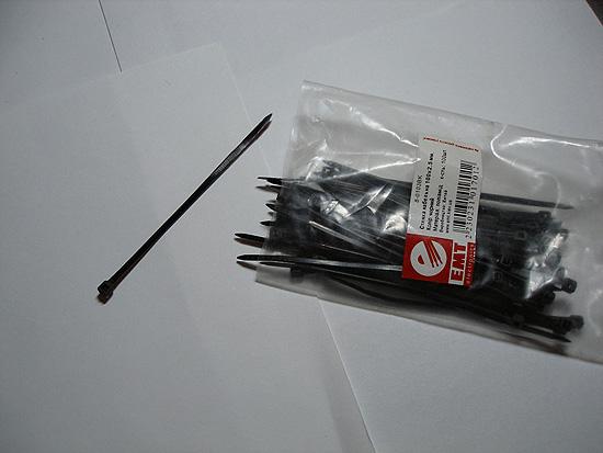 Черные пластиковые стяжки