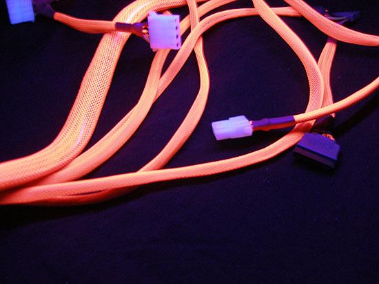 Свечение оплетки при подсветке ультрафиолетом