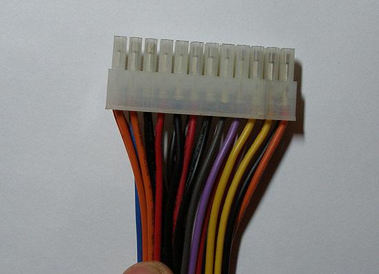 Вид на 24-pin ATX разъем с одной стороны