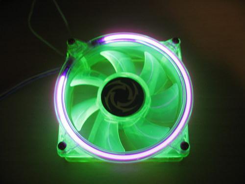 Вентилятор Revoltec Cold Cathode Fan со включеной подсветкой