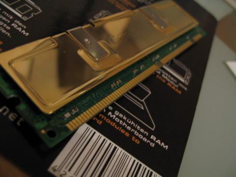 Модуль памяти с установленным радиатором