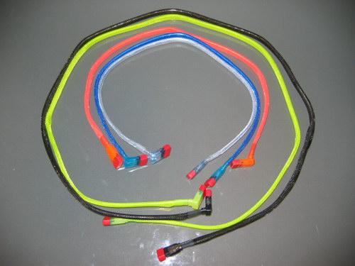 Кабели Revoltec SATA Cable UV Color 90° в раскрученом состоянии