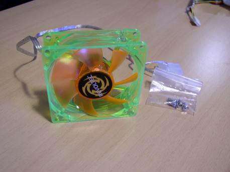 Общий вид вентилятора Revoltec UV LED Fan