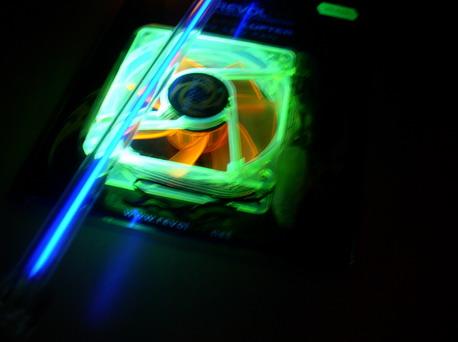 Вентилятор при подсветке уф-лампой