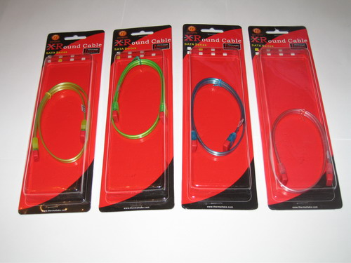 Четыре кабеля Thermaltake XRound SATA UV Series в упаковках