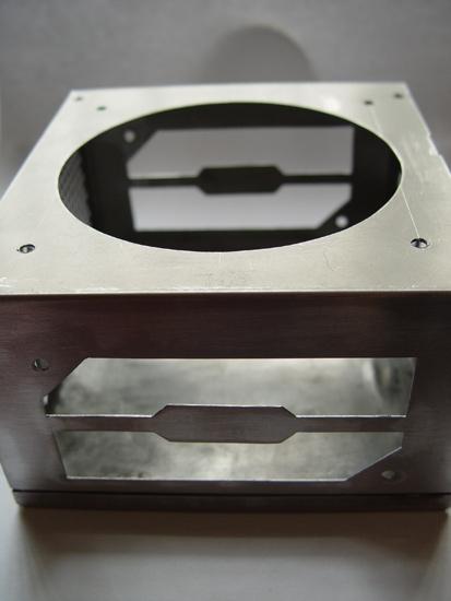 Крышка с отверстиями для вентилятора и окошек