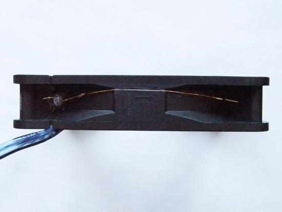 Синий акустический провод для питания вентилятора