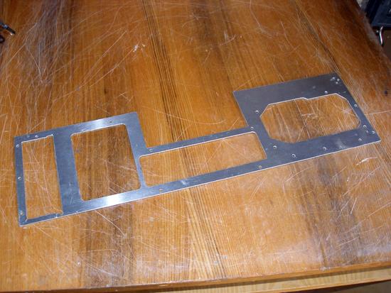 Задняя стенка корпуса, вырезанная из алюминия