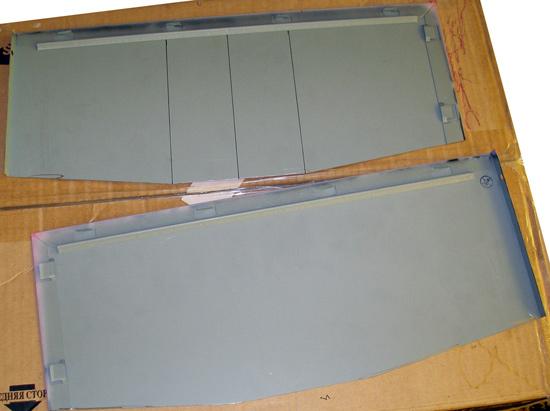 Две металлические пластины из корпуса-донора