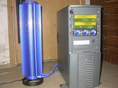 Система Zalman Reserator рядом с корпусом Chieftec