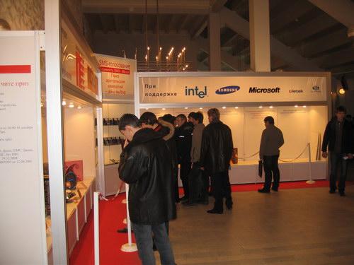 Посетители заинтересованно рассматривали моддинг проекты